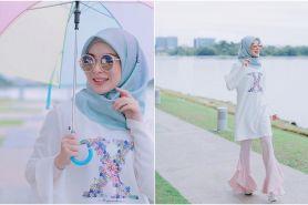 9 Gaya hijab ala mualaf asal Korea Ayana Moon ini cocok buat ke kampus