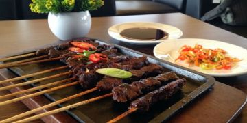 5 Makanan khas Indonesia ini disajikan di hotplate, lezatnya nambah!