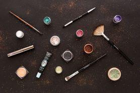 5 Rekomendasi eyeshadow glitter terbaik harga di bawah Rp 100 ribu