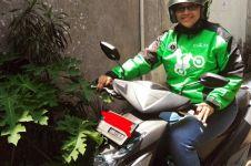 Ibu muda ini jadi driver ojek online demi menghidupi ketiga anaknya