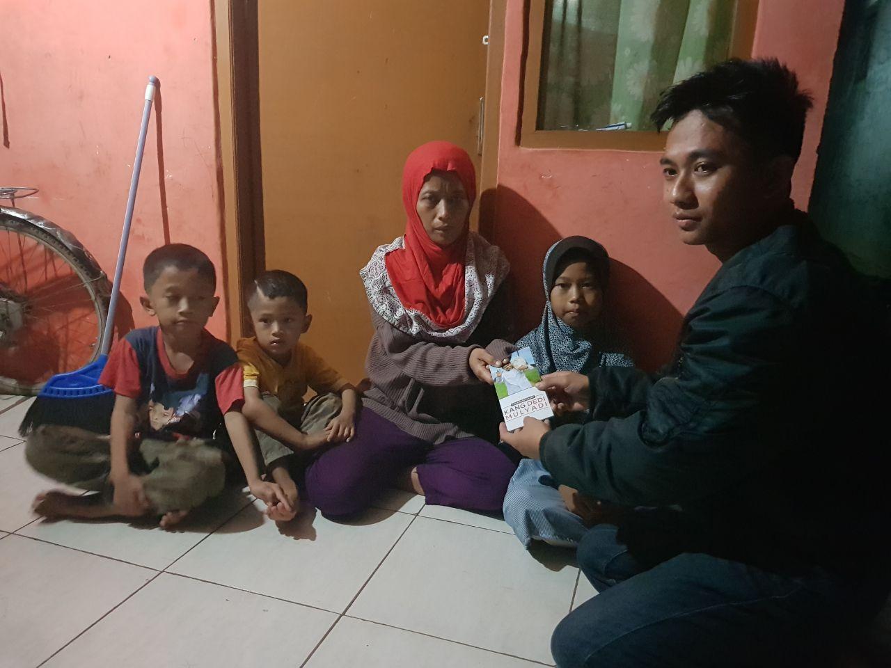 Kisah bocah Cikampek yang jual gorengan keliling demi ekonomi keluarga
