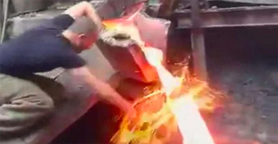 Fakta ilmiah di balik tangan masuk logam panas yang tak alami cedera