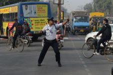 Begini aksi polisi joget moonwalk atur lalu lintas, gokil parah