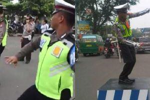 5 Aksi polisi tertibkan lalu lintas sambil berjoget ini unik banget