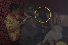 Heboh pemandu karaoke dikira hantu, aslinya bikin ngakak
