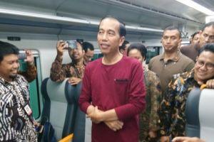 5 Momen Presiden Jokowi pakai kaos oblong, bahkan di acara resmi