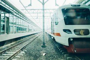 8 Foto kereta bandara yang baru diresmikan Jokowi, ini tarifnya