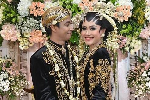 10 Momen pernikahan Aiu Ratna eks Garasi & gitaris Killing Me Inside