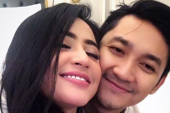 10 Momen Dewi Perssik pamer kemesraan dengan suami, bikin ngiri