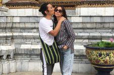 5 Gaya Bimbim 'Slank' & istri saat liburan di Thailand, lengket abis