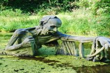 7 Patung seram di taman ini bikin kamu nggak berani mampir