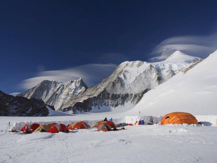 Ekspedisi Seven Summits, Mapala UI taklukan puncak tertinggi Antartika