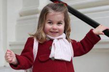 Yuk intip gaya Putri Charlotte di hari pertama sekolah, imut abis!