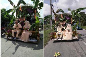 Pasangan ini nikah dengan dekorasi pohon pisang, diarak keliling desa