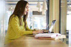 Ini 4 tips yang bisa kamu terapkan untuk menjadi penulis lepas