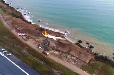 Detik-detik pesawat tergelincir di bandara Turki, hampir masuk laut