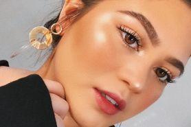 5 Rekomendasi highlighter terbaik untuk makeup glowing