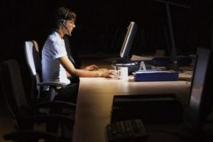 Sering kerja sampai tengah malam berisiko kena 11 macam kanker, duh!