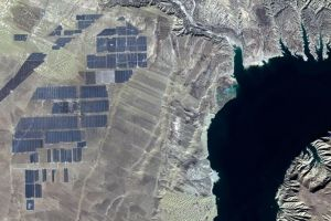 Ini penampakan 4 juta panel surya di China dari angkasa, ada yang aneh
