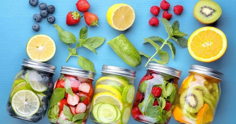 7 Buah paling cocok buat infused water, minuman sehat buat diet