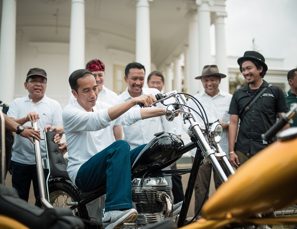 4 Gaya Jokowi naik motor, dari trail hingga moge