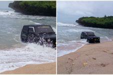 Aneh tapi nyata, mobil masuk laut di Pantai Krakal Jogja