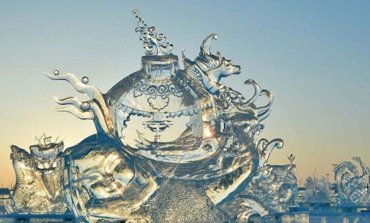8 Karya ukir es ini detail banget, bernilai seni tinggi