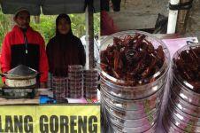 Kisah Sukir, jual belalang goreng hingga Singapura & mampu pergi umrah