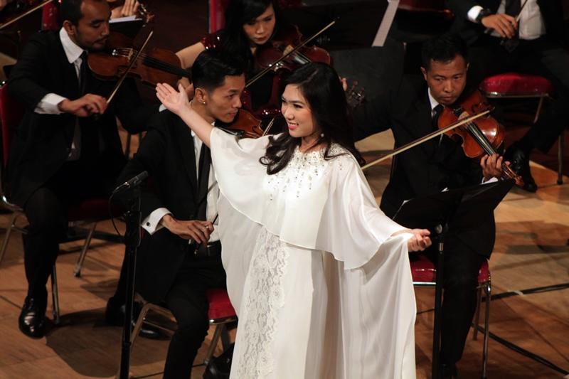 Isyana merasa pulang kampung saat melantunkan musik klasik, kenapa ya?