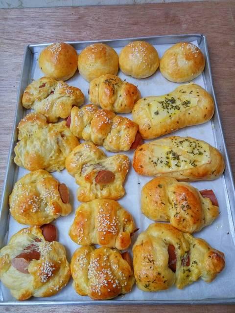 membuat roti unyil © 2018 brilio.net