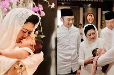 9 Momen hangat keluarga SBY berbaju serba putih di akikah cucunya