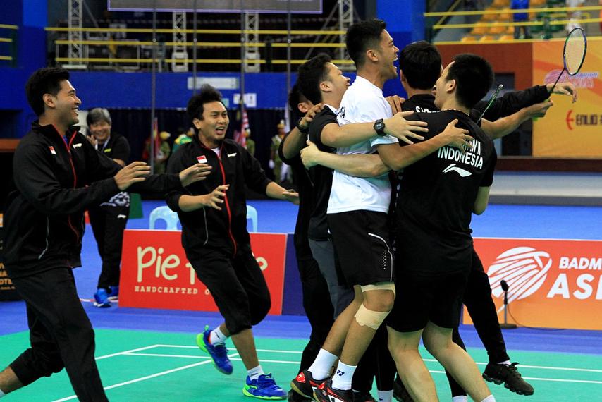 8 Potret haru regu putra bulutangkis Indonesia raih juara di Asia