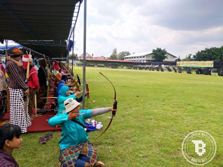 Merawat Jemparingan, panahan tradisional khas Mataram berbusana Jawa