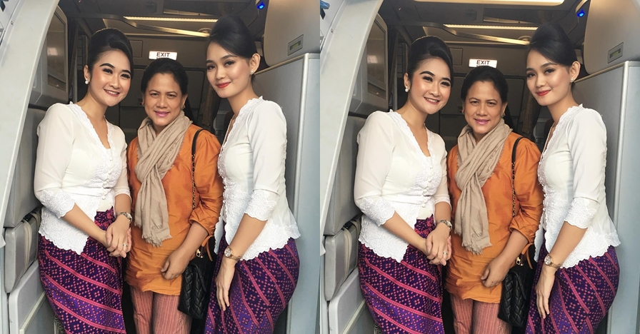 Foto bareng pramugari, Iriana Jokowi dipuji warganet sosok sederhana