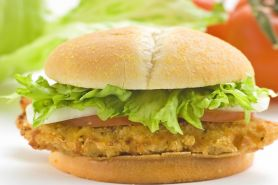 Bikin spicy chicken burger ala McDonalds yuk, ini resep gampangnya