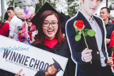 Pengen pendamping wisudanya Idol Korea, cewek ini dapat kejutan unik