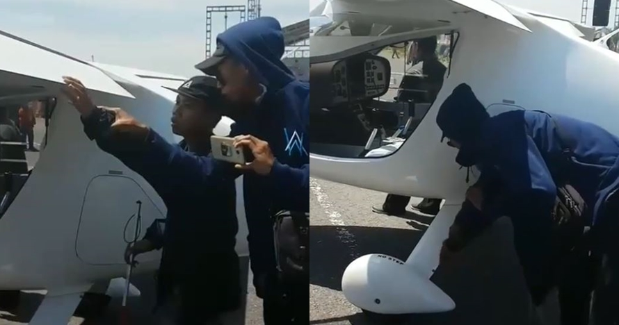 Momen haru siswa tuna netra meraba bentuk pesawat di Jogja Air Show