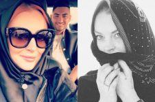 Curi perhatian lagi, begini 10 pesona Lindsay Lohan saat pakai hijab
