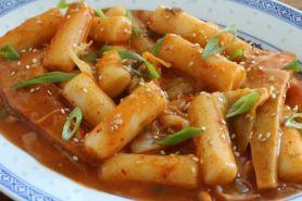 Suka makanan pedas? Yuk bikin tteokbokki, jajanan khas Korea Selatan