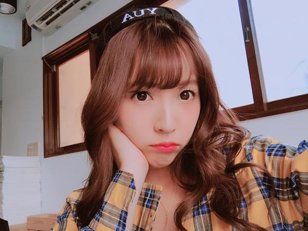 7 Pose Mikami Yua, Bintang Porno Jepang yang Jadi Idol K-Pop