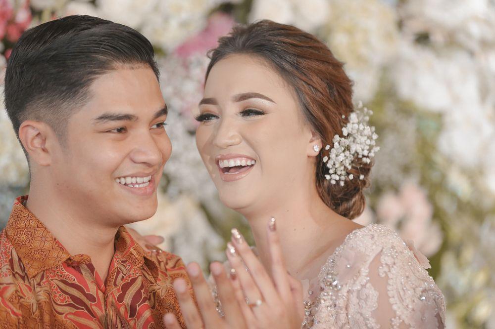 Momen pertunangan Erica Putri © 2018 brilio.net