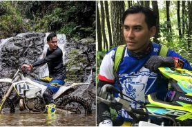 10 Aksi Darius Sinathrya tunggangi motor trail ini kece parah