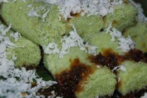 Ini lho cara mudah bikin kue putu manis & gurih tanpa bambu