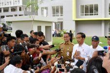 Viral foto Gubernur Anies berkacak pinggang di depan Presiden Jokowi