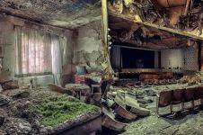 10 Potret mencekam bangunan mewah tak terpakai, ada hantunya nggak ya?