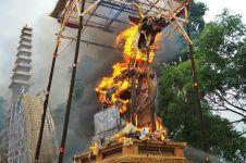 10 Potret upacara ngaben termegah, keranda jenazahnya setinggi 27,5 m