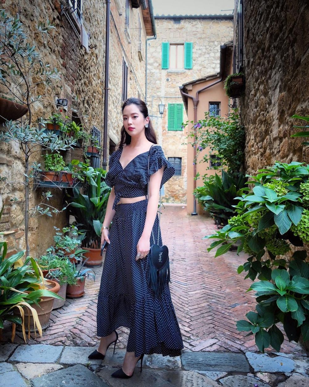 10 Gaya Arissa Cheo, sosialita cantik istri Vanness Wu