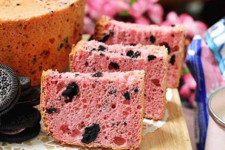 Resep mudah bikin Oreo strawberry chiffon cake, kue bolu rasa kekinian