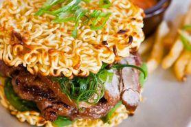 Beda dari biasa, 5 kreasi burger tanpa roti ini bakal manjakan lidahmu