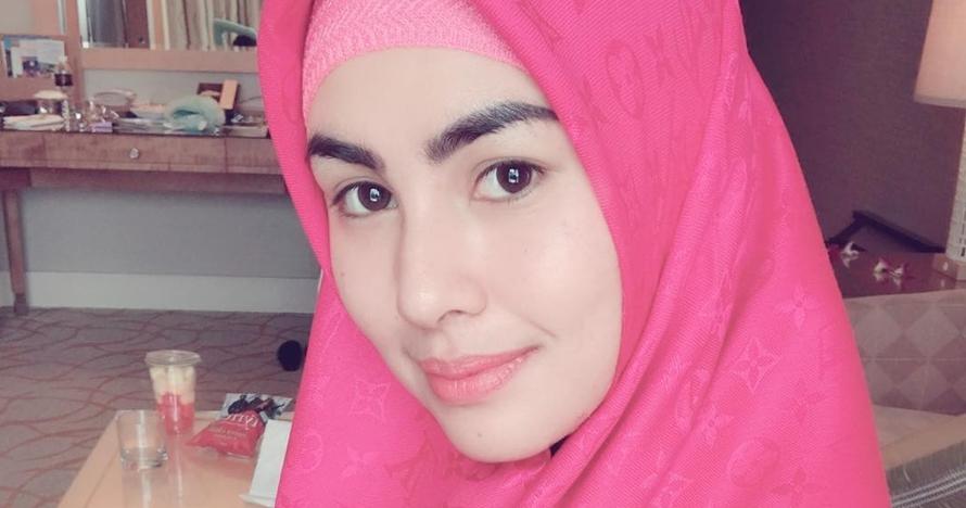 Tampil unik saat pemotretan, hijab Kartika Putri jadi sorotan warganet